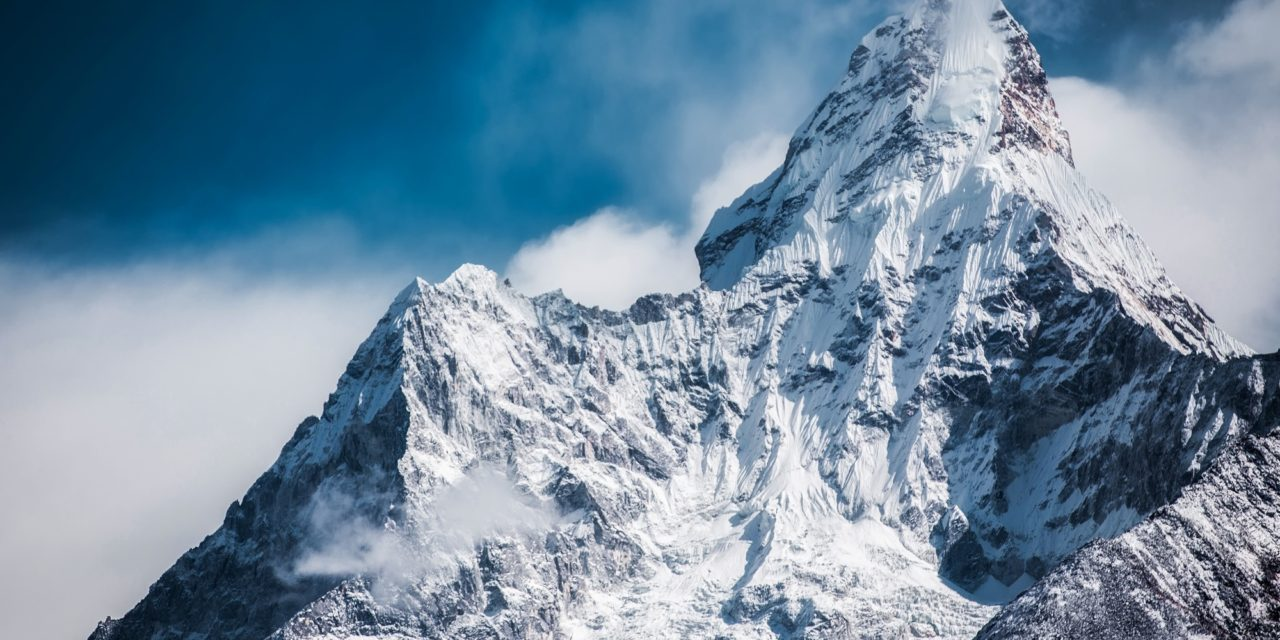 https://extreme-expeditions.ro/wp-content/uploads/2018/09/ama-dablam-2064522-1280x640.jpg